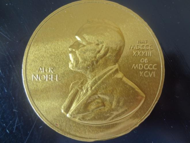 Cokelat berbentuk koin Nobel Laureates, sebagai hadiah untuk seluruh peserta HOPE Meeting with Nobel Laureates.