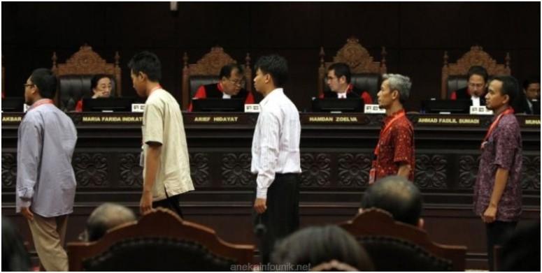 Foto Para Saksi Prabowo-Hatta di Gedung MK