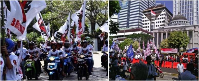 Massa Pro Prabowo Terobos Barikade dengan Motor