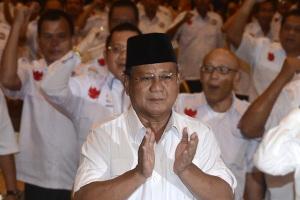 Prabowo di tengah pendukungnya