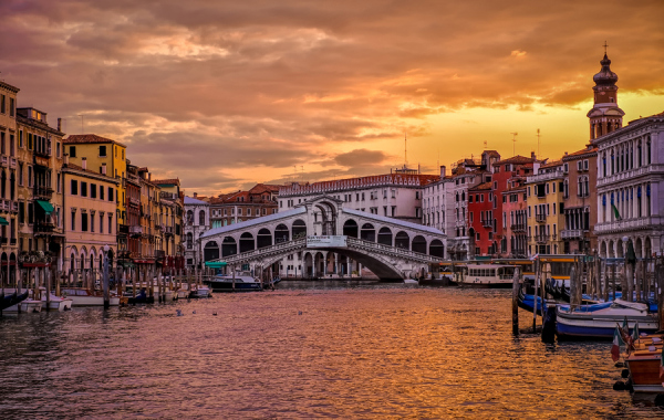 golden-sunrise-in-venice