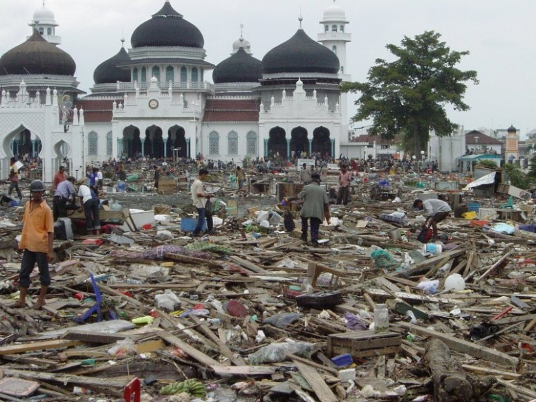 tsunami-acehmasjid-raya1